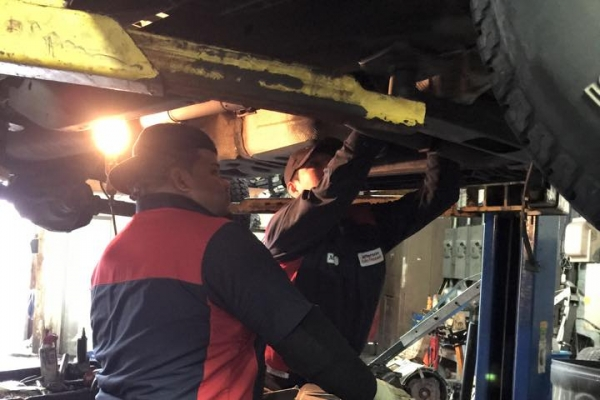 auto repair man working